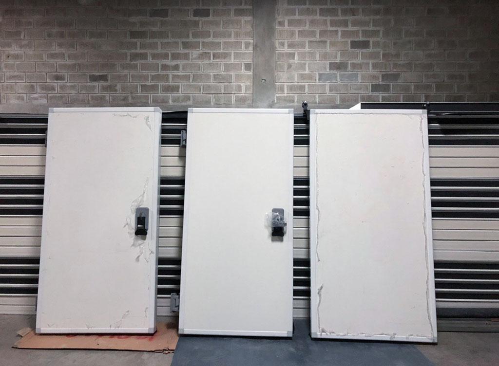 ensamblar una puerta de cuarto frío